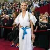 2004: Uma Thurman in Christian Lacroix: Ja, das ist mal was anderes auf dem roten Oscar-Teppich. Erinnert irgendwie an was Bayer