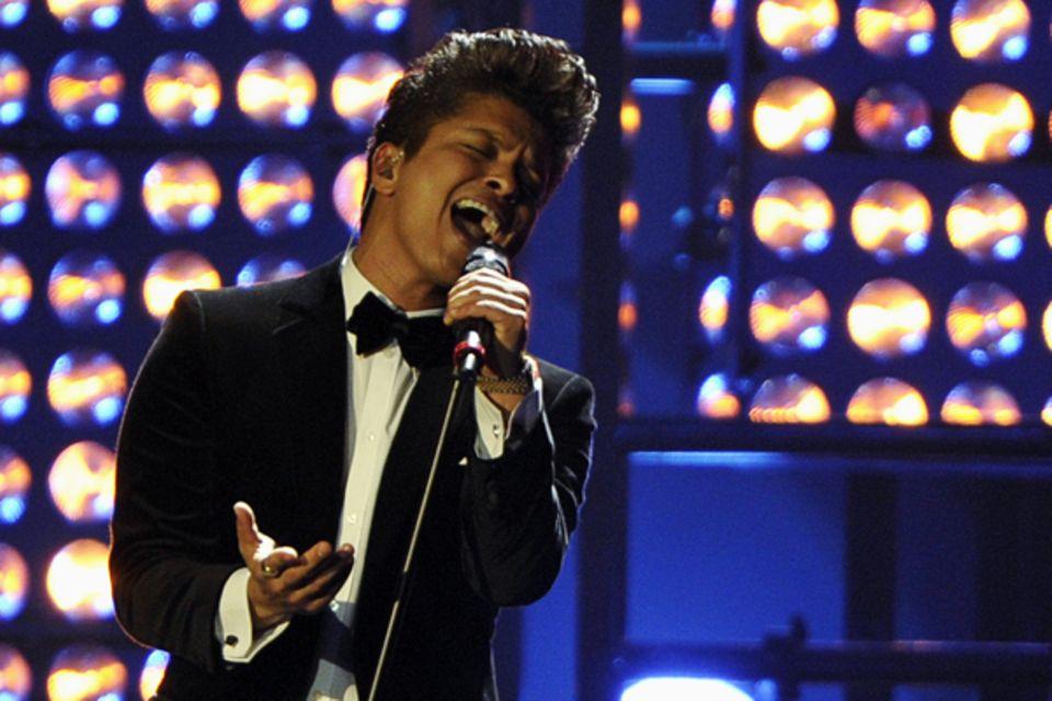"""Bruno Mars wird """"Best International Male""""."""