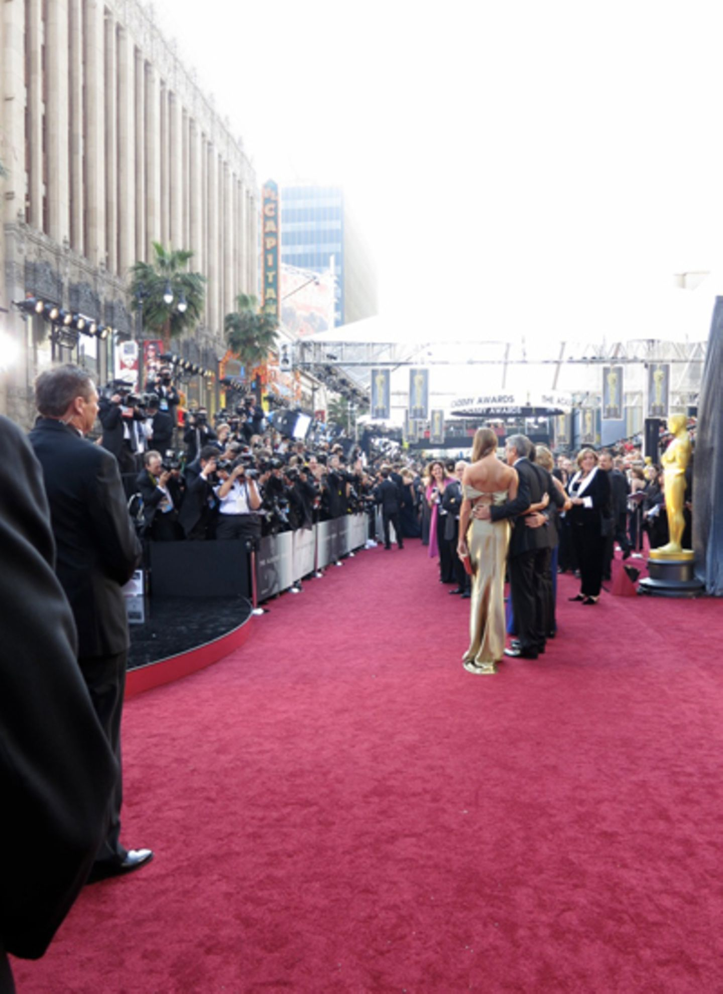 Hello, George! Auf dem roten Teppich sind wir hinter George Clooney und seiner Freundin Stacy Keibler gegangen. Aber der wurde l