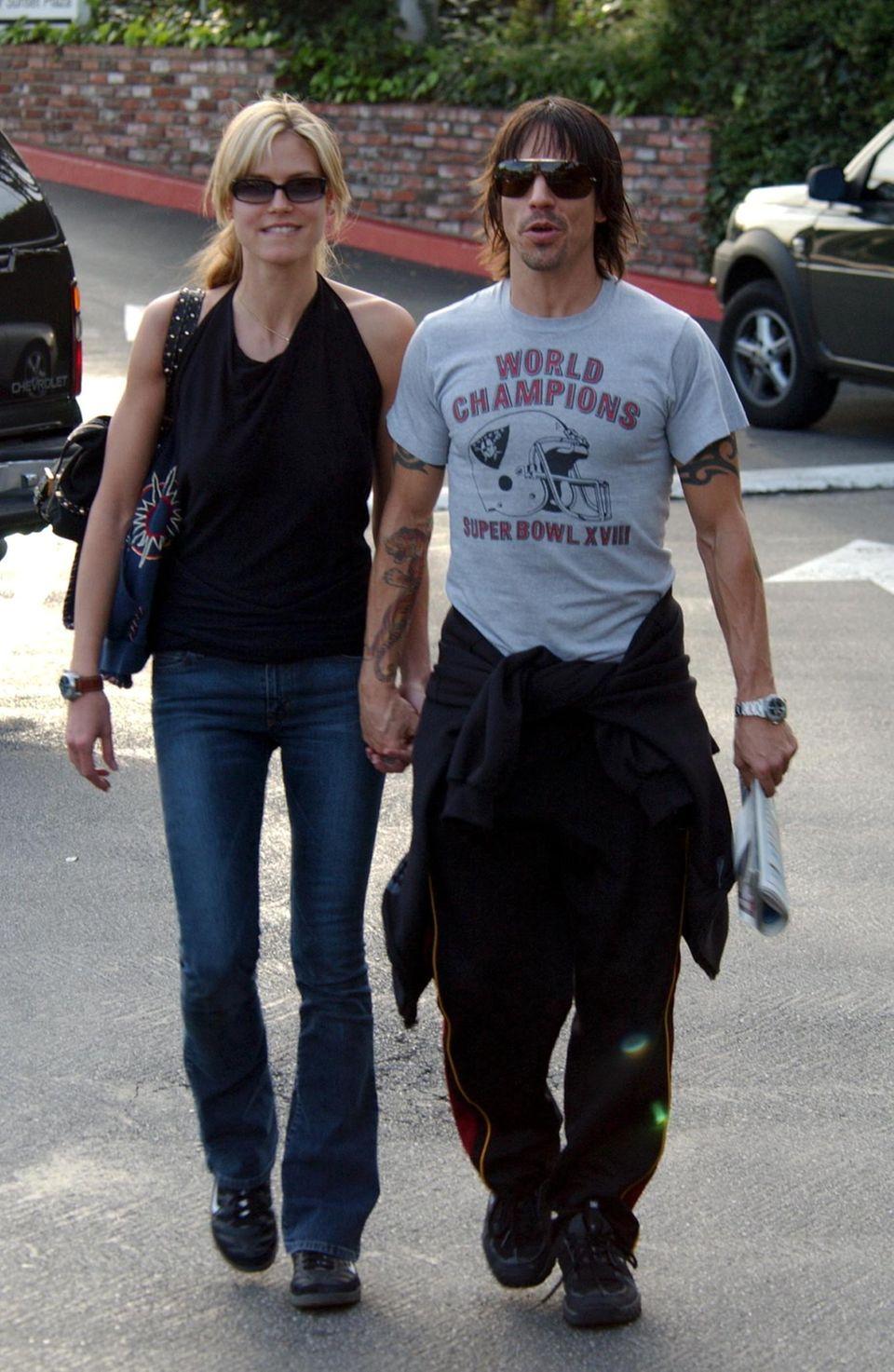 """Heidi Klum und Anthony Kiedis  Auch Heidi hatte wilden Phasen: So ist sie 2003 einige Wochen mit """"Red Hot Chili Peppers""""-Frontmann Anthony Kiedis liiert. Trotz extrem kurzer Beziehungsdauer schwärmt der coole Rocker auch heute noch von unserem deutschen Exportschlager: """"Was ich sagen kann, ist, dass Heidi ein wunderbarer Mensch ist. Die meisten sehen nur ihr Äußeres, aber darunter ist sie sehr sensibel und unglaublich clever."""""""