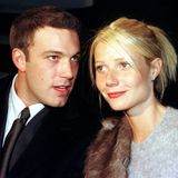 """Ben Affleck und Gwyneth Paltrow  Nach der Lösung der Verlobung mit Brad Pitt lernt Gwyneth Ben Affleck kennen und lieben. Die Beziehung hält ab 1998 kapp 3 Jahre. Das Paar dreht sogar zusammen den Liebesfilm """"Bounce - Eine Chance für die Liebe""""."""