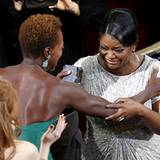 """Octavia Spencer gewinnt für ihre Rolle in """"The Help"""" den Oscar als """"Beste Nebendarstellerin""""."""