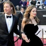 Brad Pitt und Angelina eilen ins Theater.