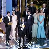 """Die """"The Artist""""-Crew darf ihren Erfolg feiern. Fünf Oscar gehen nach Frankreich, darunter auch der für den """"Besten Film""""."""