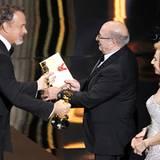 """Tom Hanks übernimmt als Laudator die Kategorie """"Beste Art Direction"""". Die italienischen Designer Dante Ferretti und Francesca Lo"""