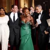 """Fünf Oscar-Freunde: Octavia Spencer, """"The Help""""-Regisseur Tate Taylor, Viola Davis, George Clooney und Stacy Keibler (v.l.)"""