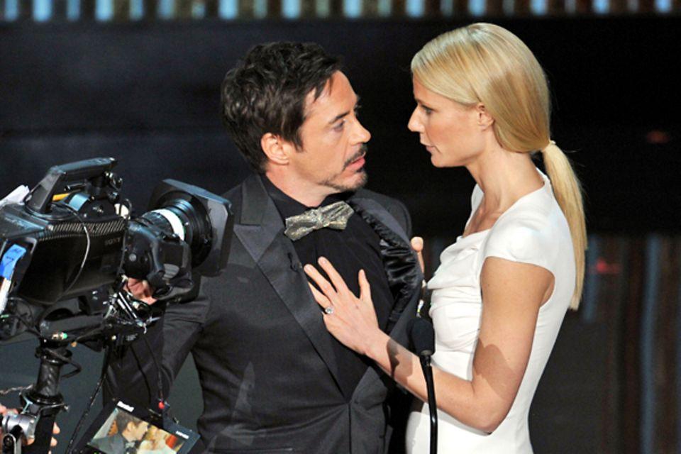 """Robert Downey Jr. und Gwyneth Paltrow präsentieren den Oscar für die """"Beste Dokumentation"""". Gewonnen hat """"Saving Face"""", eine Dok"""