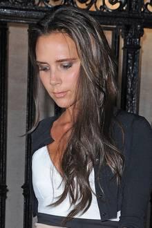 Ob glatt, in Locken gelegt oder natürlich: Dank ihrer Extensions kann Victoria Beckham viele verschiedene Frisuren kreieren.