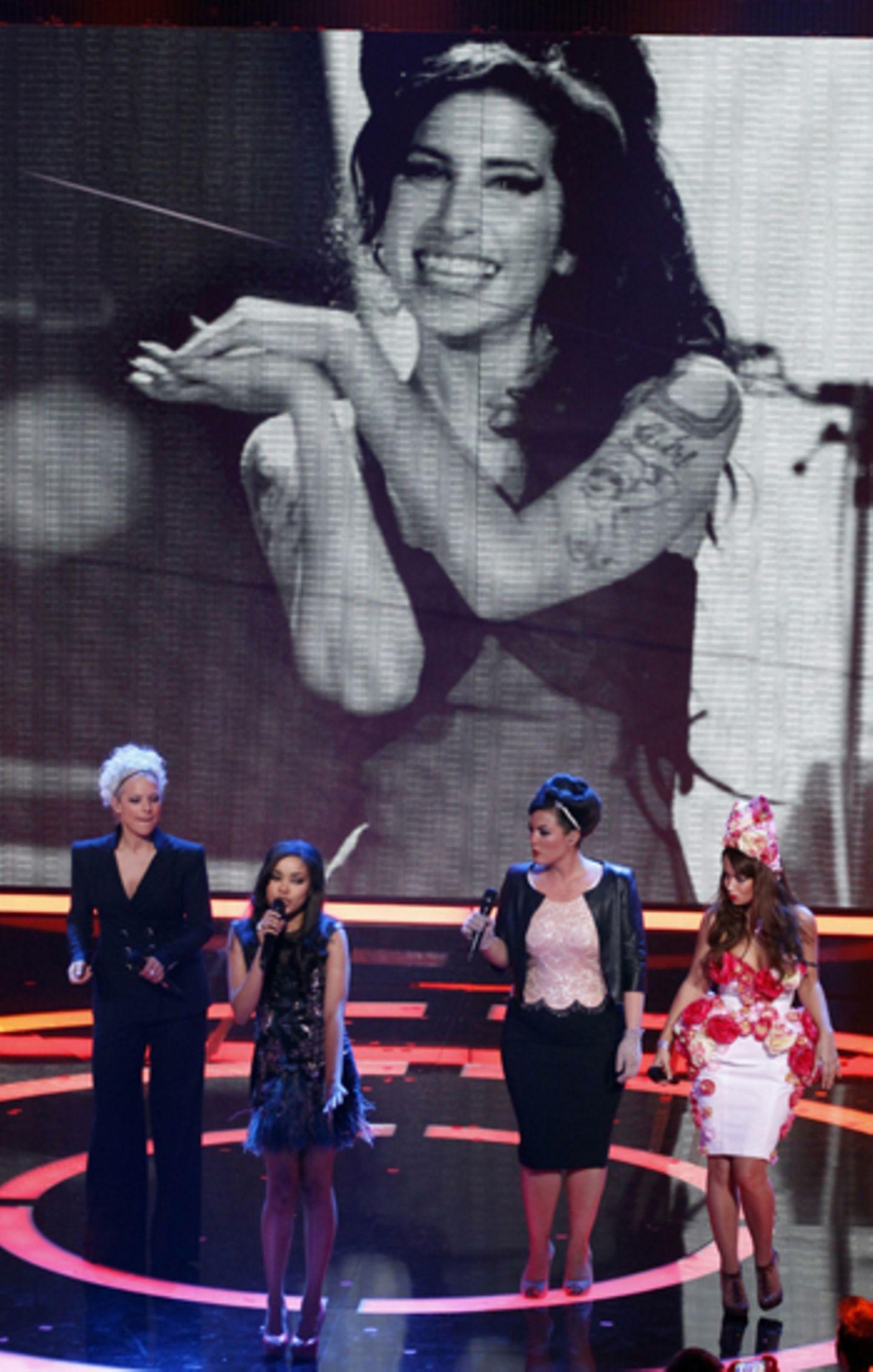 """""""A Tribute to Amy Winehouse"""": Ina Müller, Dionne Bromfield, Caro Emerald und Aura Dione singen gemeinsam Amys Hit """"Valerie"""". Die"""