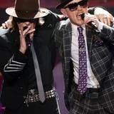 """Der Gewinner in der Kategorie """"Bester Künstler National Rock/Pop"""" Udo Lindenberg gibt mit Jan Delay das Lied """"Reeperbahn"""" zum Be"""