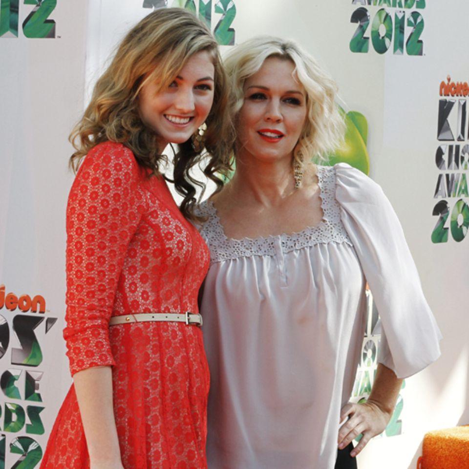 Jennie Garth kommt mit ihrer Tochter Luca Bella Facinelli.