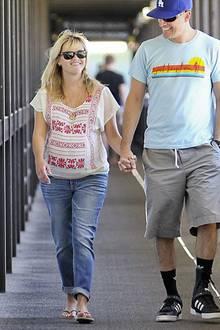 Das leichte, folkloristische Shirt ist für die letzten Tage von Reese' Schwangerschaft genau richtig.