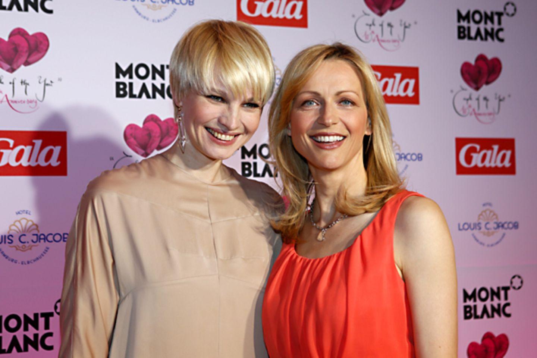 Die Moderatorinnen Susan Atwell und Inge Steiner strahlen um die Wette.