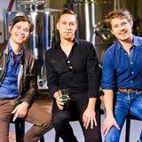 """Die drei Brüder der Band Hanson sind unter die Bierproduzenten gegangen. Ein Teil der Einnahmen der Marke """"MMMHops"""" geht seit Markteinführung an Opfer der Tornado-Katastrophe in Oklahoma."""