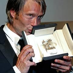 """Cannes 2012: Mads Mikkelsen wird für seine Rolle im Psychothriller """"The Hunt"""" ausgezeichnet."""