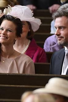 Sofia Hellqvist und Chris O'Neill sitzen zwar vergleichsweise weit hinten in der Kirche. Genießne die Feierlichkeiten deswegen j