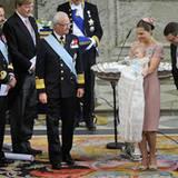Noch so eine rührende Geste: Prinzessin Victoria und Prinz Daniel bedanken sich einem verschmitzen Lächeln und einer Verbeugung