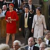 Prinzessin Máxima, Prinz Frederik und Estelles Tante, Prinzessin Madeleine betreten die Kirche in Dreierreihe
