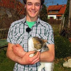 Bauer sucht Frau: Benjamin ist mit 21 Jahren der jüngste Kandidat. In Baden-Württemberg, wohnt er mit seinen Eltern und seinem B