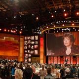 """Shirley MacLaine wird mit dem """"Afi Life Achievement Award"""" geehrt."""