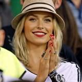 Lena Gercke feuert ihren Freund Sami Khedira beim Spiel gegen Portugal an. Es hat genützt: Deutschland gewinnt mit 1:0.