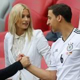 Lena Gercke und Sami Khediras Bruder Rani freuen sich auf die Partie Deutschland gegen Italien.