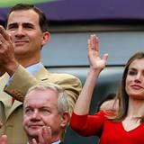 Königlicher Besuch auf der Tribühne: Prinz Felipe und Prinzessin Letizia jubeln für das spanische Team gegen die Mannschaft von