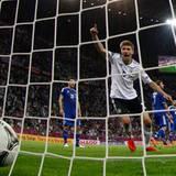 Thomas Müller schießt das vierte Tor für die deutsche Nationalmannschaft.