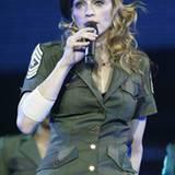"""Che Guevara lässt 2004 grüßen, als Madonna auf der """"Re-Invention""""-Welttournee unterwegs ist."""