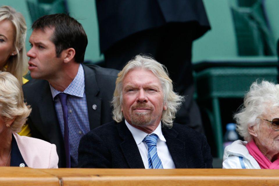 Geschäftsmann Richard Branson schaut sich die Partie zwischen Roger Federer und dem Belgier Xavier Malisse auf dem Center Court