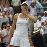 Maria Sharapova aus Russland bedankt sich bei ihren Fans nach dem Sieg gegen die Bulgarin Zwetana Pironkowa.