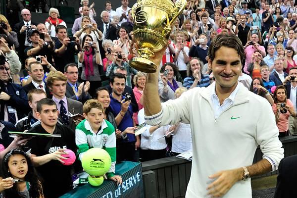 Roger Federer hat das Finale in Wimbledon gewonnen und holt sich damit seinen Grand-Slam-Titel Nummer 17.