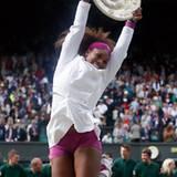 Serena Williams freut sich über ihren Sieg gegen Agnieszka Radwanska.