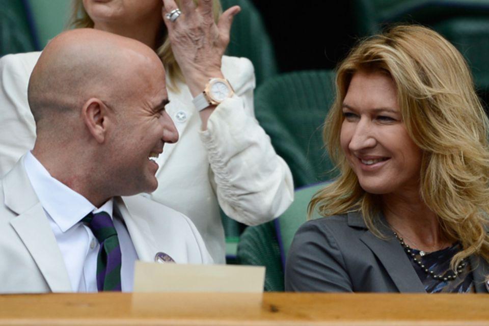 Auch die Tennislegenden Andre Gassi und Steffi Graf sind auf dem Center Court - allerdings nur als Zuschauer.