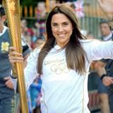 """Ex-""""Spice Girl"""" Melanie C übernimmt die olympische Fackel in Merseyside in der Nähe von Liverpool."""