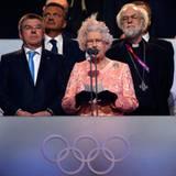 Queen Elizabeth erklärt die olympischen Spiele 2012 in London für eröffnet.