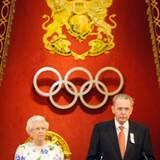"""Königin Elizabeth und der Präsident des """"Internationalen Olympischen Komitees"""" Jacques Rogge sprechen beim Empfang des IOC im Bu"""
