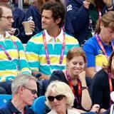 Prinz Daniel und Prinz Carl Philip von Schweden schauen sich neben Prinzessin Eugenie, Prinzessin Beatrice und Herzogin Camilla