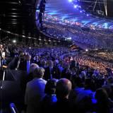 """Die Welt schaut auf die Queen im """"Olympic Stadium"""" in London."""