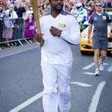 21. Mai 2012: Will.I.Am läuft mit dem Olympischen Feuer durch Exeter.