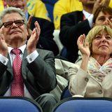 Bundespräsident Joachim Gauck und seine Lebensgefährtin Daniela Schadt schauen zu, ...