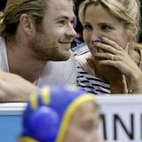 Chris Hemsworth und seine Frau Elsa Pataky verfolgen das Wasserpolospiel zwischen ihren Landsmännern aus Spanien und Montenegro.