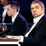 """""""Mr. Bean""""-Darsteller Rowan Atkinson tritt während der Eröffnungszeremonie auf."""