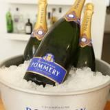 Eisgekühlter Champagner von Pommery ist bei der Berliner Sommerhitze genau das Richtige.