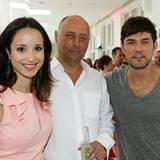 GALA-Chefredakteur Peter Lewandowski begrüßt Lavinia und Tobey Wilson