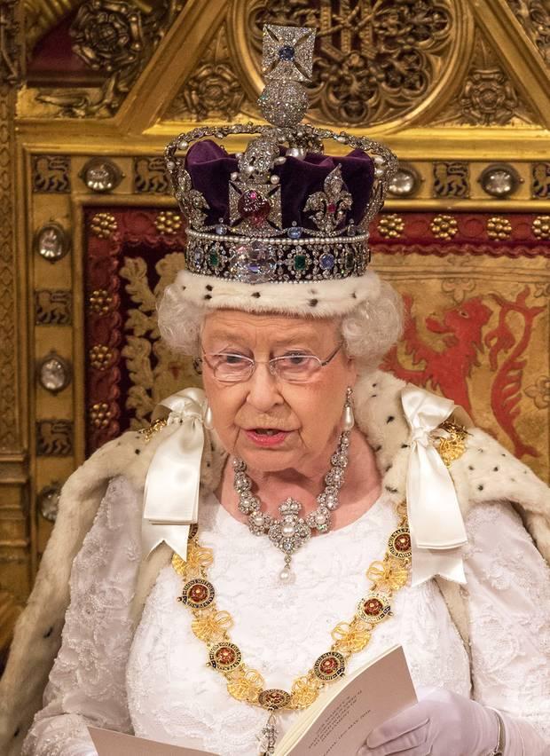 Royaler schmuck und die spannenden geschichten dahinter for Englisch krone