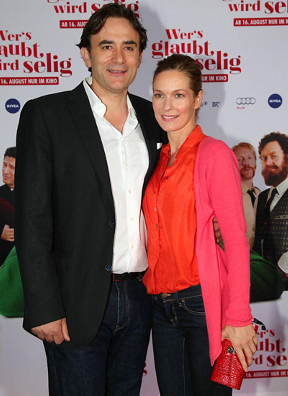 Wer's glaubt wird selig: Die Schauspielerin Lisa Martinek sieht sich den Film mit ihrem Mann Giulio an.