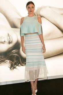In dem pastellfarbenen Look kommt der sonnengebräunte Teint von Model Miranda Kerr besonders gut zur Geltung.