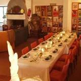 Und hier diniert die Familie Jolie-Pitt. Die Tafel bietet genügend Platz für die Großfamilie.
