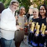 First Steps Awards: Carlo Rola, Dennenesch Zoudé, Petra Fladenhofer (KaDeWe) mit einem Glas Pommery Champagner